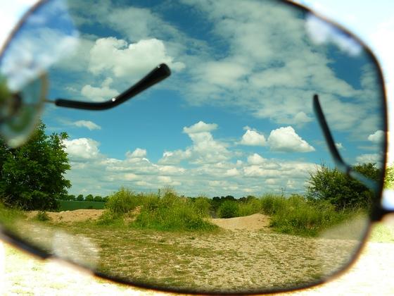 Pohled přes polarizační brýle